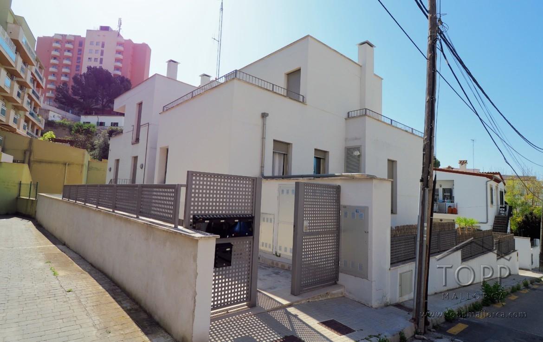 San Agustín. Planta baja con gran terraza en pequeña comunidad con piscina comunitaria. Plaza de garaje y trastero.