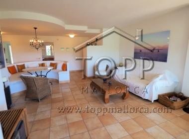 """Bendinat. Ático en perfecto estado con terraza solárium en el complejo denominado """"Los Altos del Gollf"""" con vistas al golf de Bendinat."""