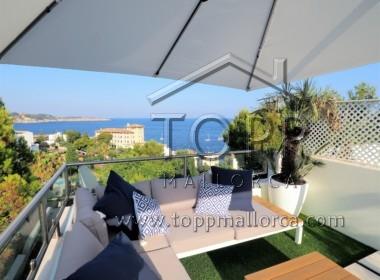C'as Català. Con vistas al mar y a C'as Català, ático triplex con terraza solarium, 2 dormitorios, 2 baños, aparcamiento exterior. Buena rentabilidad