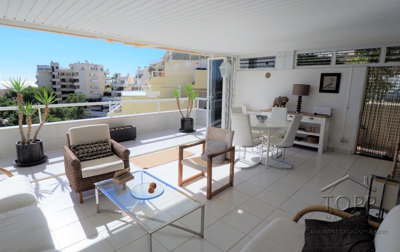 Illetas. En las Terrazas de Illetas con impresionantes vistas al mar, plaza de garaje y fácil acceso a la vivienda. 2 dormitorios, 2 baños.