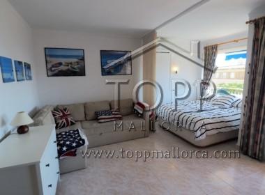 Illetas. Apartamento estilo estudio en edificio segunda linea a un paso de la playa de Illetas. Buena inversión. Vistas parciales al mar